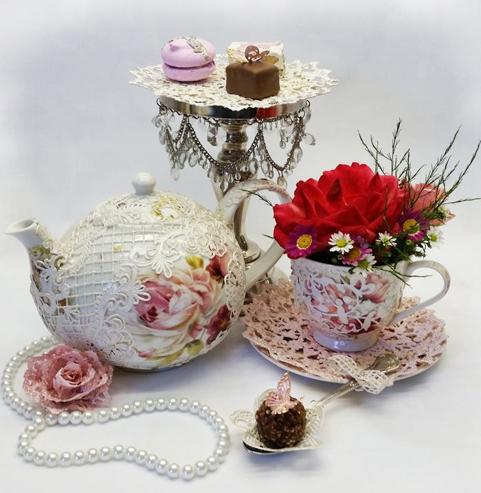 Tea set with edible lace