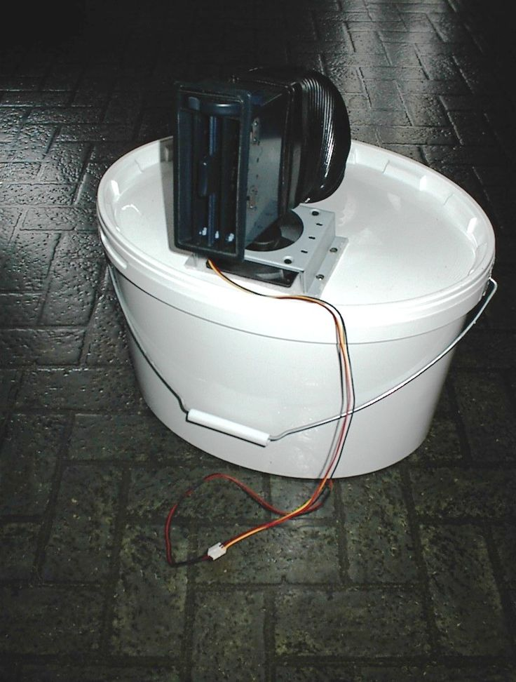 DYI - Mobil clima (plastic bucket+old PC cooler 12V+old car air inblower+battery and ice water) - made 1999'- patent protected by Kamiel user