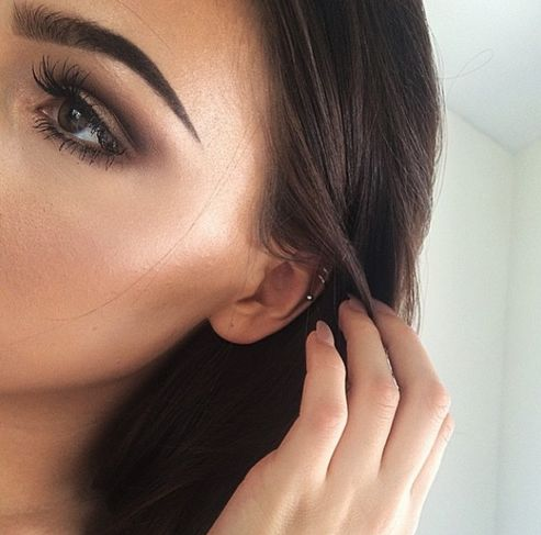 Kendall Jenner's makeup highlights are perfect in this picture