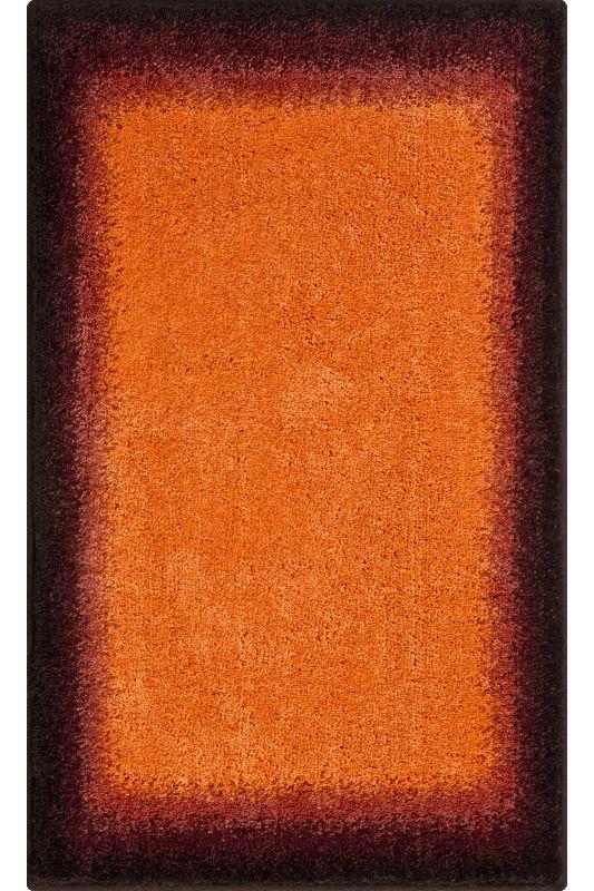 Der Ausgefallene Badteppich Avalon Mit Einer Farbschattierung Von Rot Und  Orangetönen Ist Aus Weichen Polyacryl.