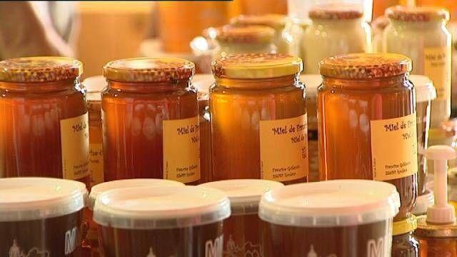 Certains de ses bienfaits sont communs à tous les types de miel : antiseptique, digestive, diurétique, sédative, etc.