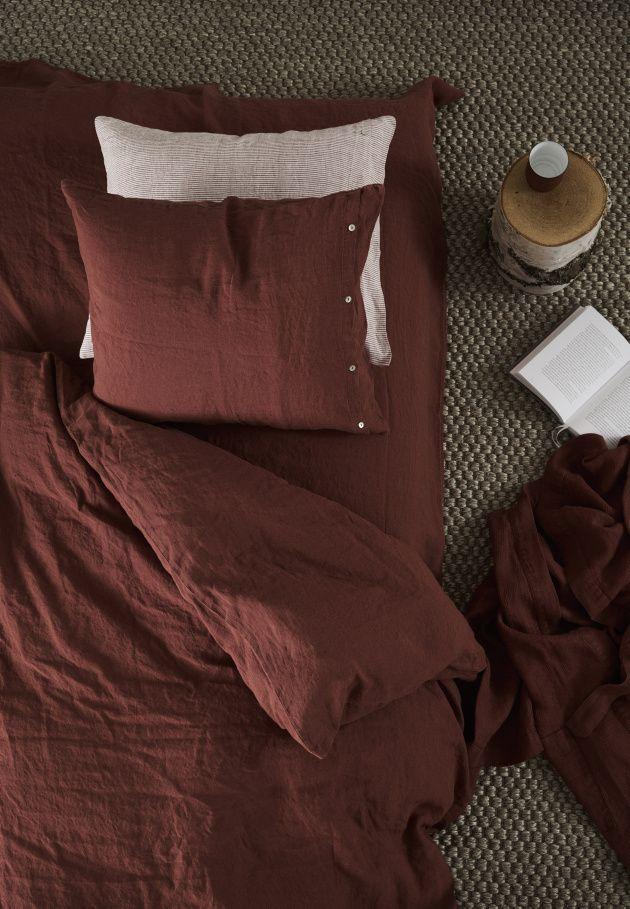 Norrgavel är mer än möbler. Vi har även en serie utvalda inredningsdetaljer som säljs exklusivt hos oss. Norrgavels linnelakan är tillverkade av 100 % lin