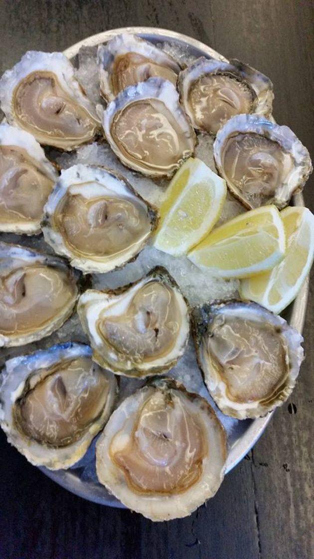 En la #GastronomiaGallega no podía faltar el apreciado marisco. Aquí tenemos unas deliciosas #ostras