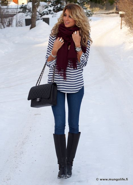 Wow this is similar to the outfit I wore yesterday! Her hair is way better than mine however
