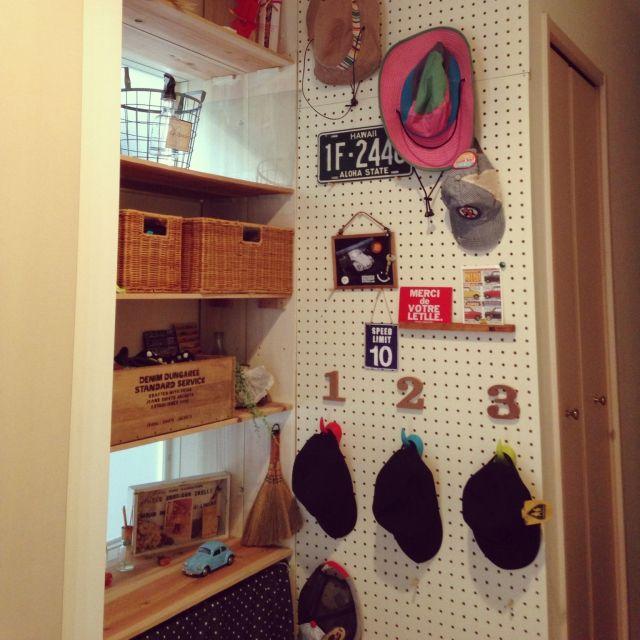 玄関収納のアイデアを特集します。玄関は家の顔。靴や小物が散乱した玄関では、急なお客様のときに焦ってしまいますよね。最近注目されている整頓しつつ使い勝手の良いクレバーな玄関収納や、住む人のセンスを感じさせるおしゃれな収納がたくさんです。