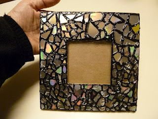 Would you believe a CD?Mosaics Mirrors, Cd Mosaics, Mosaics Photos, Mirrors Frames, Recycle Cd, Pictures Frames, Diy Projects, Old Cds, Crafts