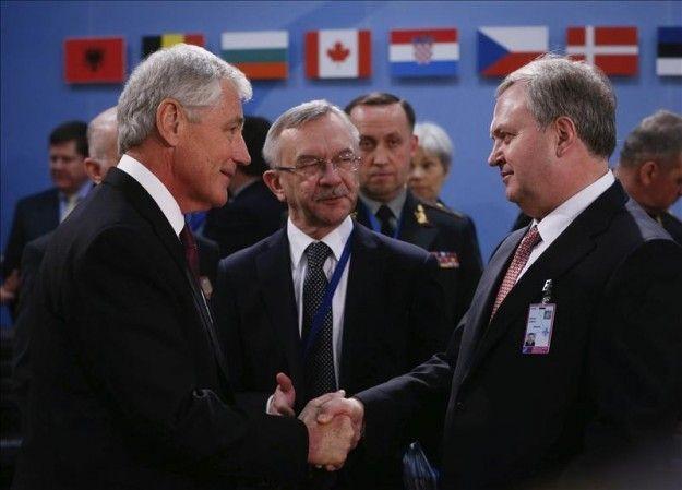 Estados Unidos comienza a consolidar relaciones militares con Ucrania en plena crisis