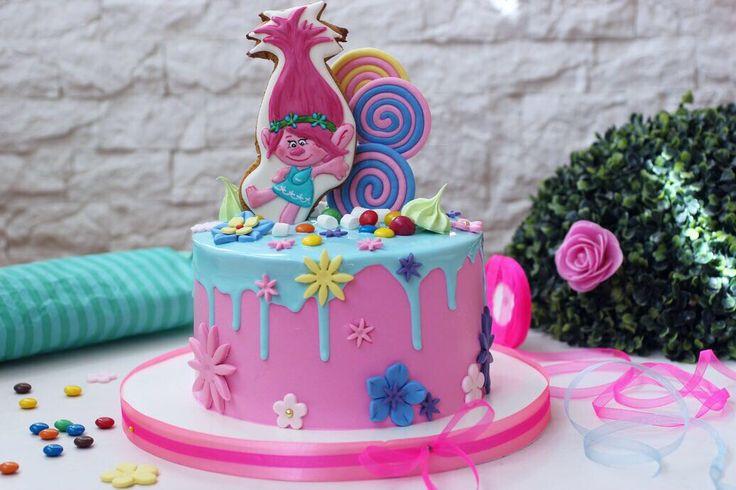 Тортик-  это маленький мир✨Сегодня это цветной мир маленьких троллей☘ и милашки Розочки