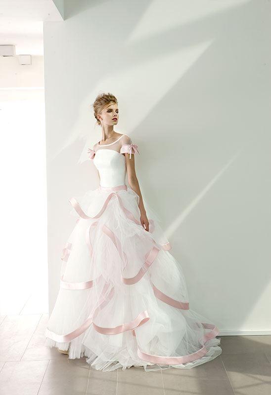 Collezione EP 2014 - Elisabetta Polignano: abito da sposa con un tocco di rosa #wedding #weddingdress #weddinggown #abitodasposa