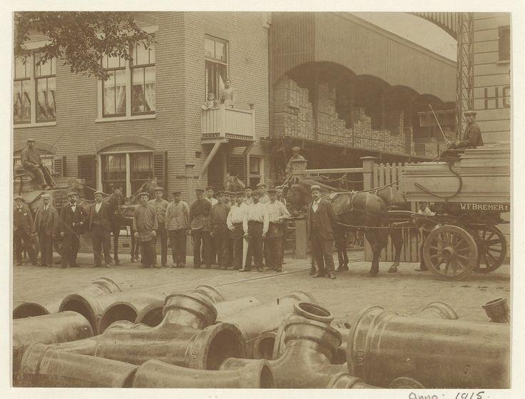 Friese Varkenmarkt. Medewerkers van Houthandel W.F. Bremer & Zonen.                                                  Foto 1915                                                                                                                  Fotograaf: Anoniem