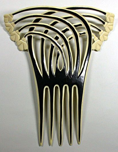 An Art Deco hair comb, circa 1920. Four stems with stylised flowers crossing four other stems.