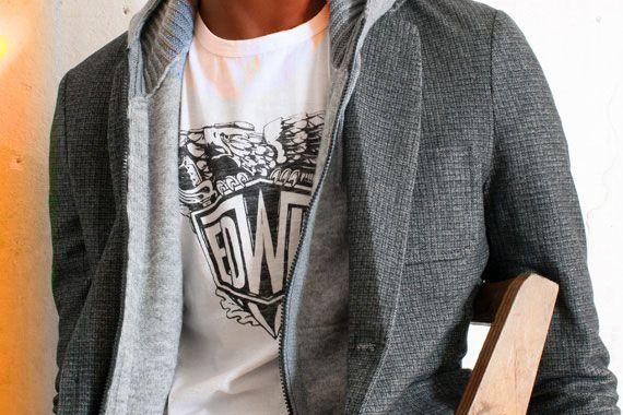 Immancabile tocco creativo con la T-shirt, stampa nera sul petto, a girocollo, 100% cotone, del brand EDWIN http://www.rionefontana.com/it/419-t-shirt-uomo-online-store?orderby=position&orderway=desc&id_brand=116