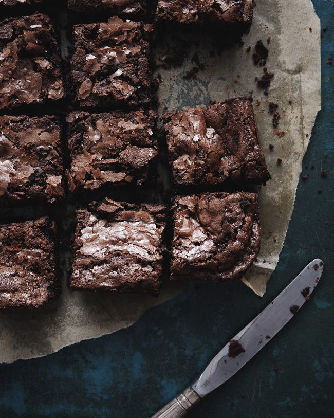 Nigel Slater's Brownies http://samscutlerydepot.com/product/12-5-hand-painted-granular-embellished-bread-knife-by-quest-gifts/