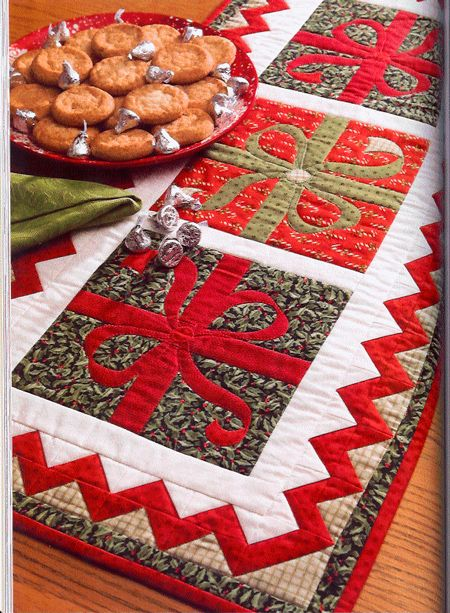 #applique #Christmas #present #quilted table runner