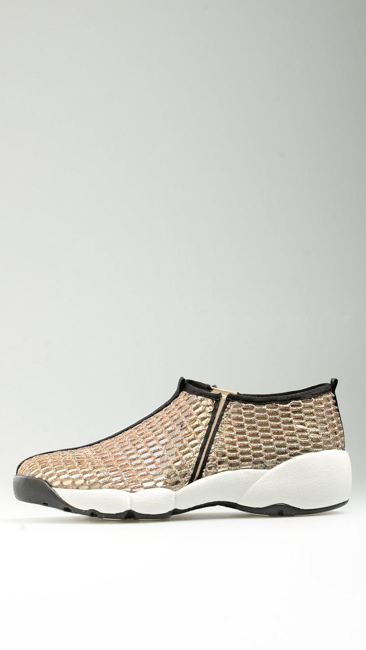 So Queer - Sneakers traforata in oro - S16ASQ101 - Acquista con stile su  Mood54