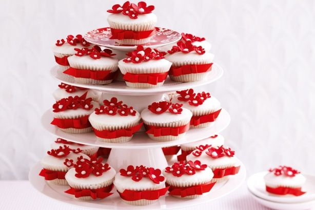 Create truly beautiful memories with these sweet Christmas cupcakes for the festive season.