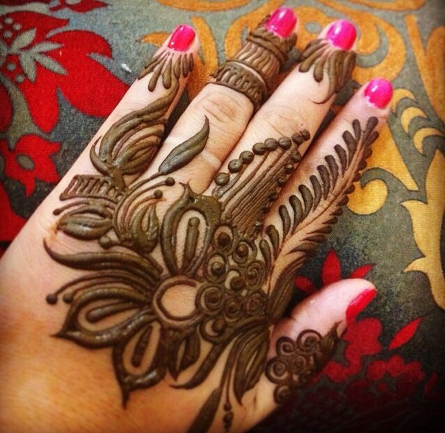 Flowery arabic henna mendhi