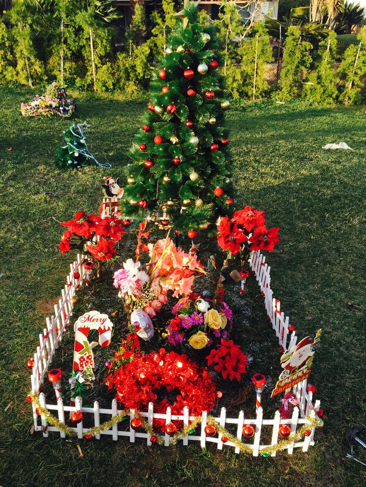 Cemetery Christmas Decorations Part - 29: Christmas Decorations. Cemetery ...