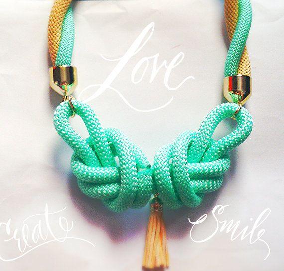 Χειροποίητο κολιέ από ορειβατικό κορδόνι σε γαλαζοπράσινη απόχρωση με χρυσό Double nautical cord necklace in pastel colours with by bizeli, €23.00