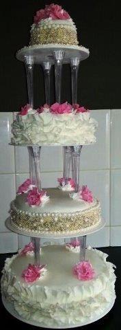 4 lagen bruidstaart met parel en roosjes