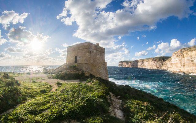 Tour Xlendi, Malte. http://www.lonelyplanet.fr/article/voyage-malte-10-experiences-incontournables #Xlendi #Malte #voyage