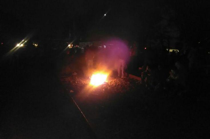 Los bloqueos se prolongaron después del desalojo de unos 150 miembros de la CNTE que esta mañana bloqueaban las vías del tren en la ciudad de Morelia, a la altura de la colonia Tres Puentes, donde hubo una treintena detenidos