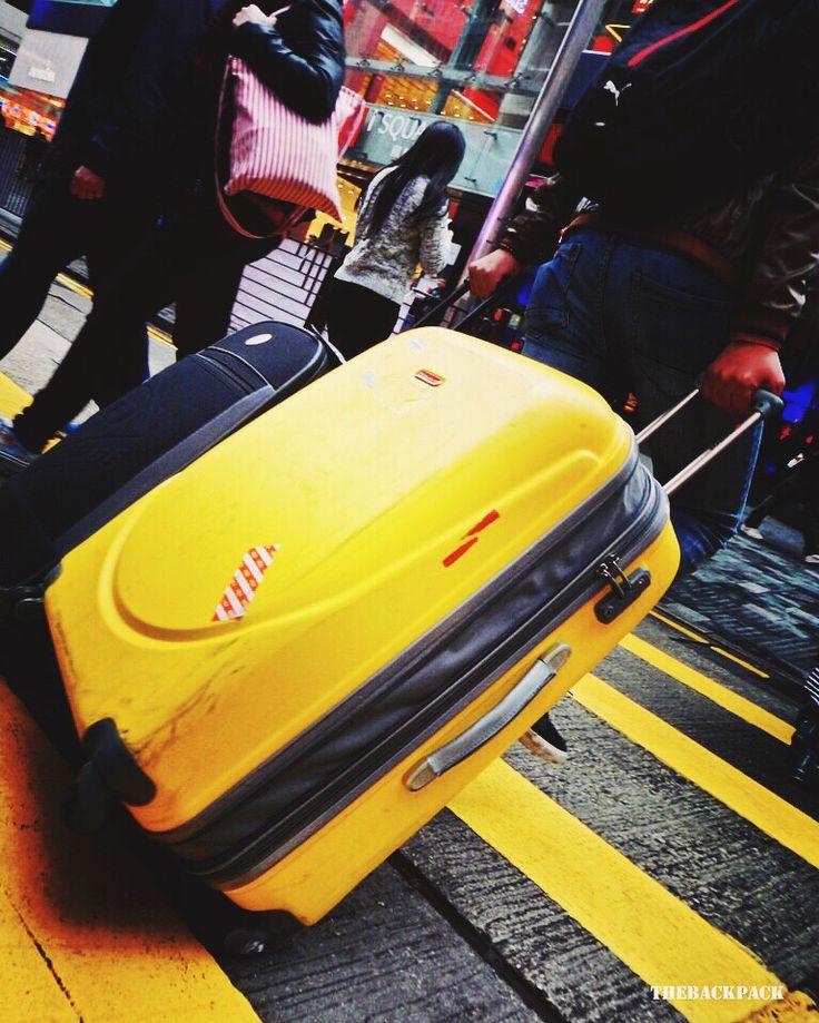 En estas vacaciones #holidays utiliza #maletas #trolley #luggage de calidad, evita sorpresas de rotura por falta de esmero en el acabado, si necesitas ayuda, asesoramiento en la elección de tu nuevo equipaje, te recordamos que estamos en #outletgacela #bolsosazkona & #thebackpack  Disfruta de las próximas vacaciones #nosvemosenlastiendas