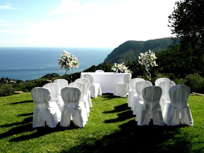 Outdoor Civil Wedding in Cinque Terre: Mile long coastlines, crystal clear water and picturesque landscapes – that's what the stunning Italian Riviera is famous for. Amongst all the amazing locations in this region, the Cinque Terre is probably the most impressive one. For Civil Weddings in Cinque Terre see:  www.perfectweddingitaly.com www.hochzeit-italien.com