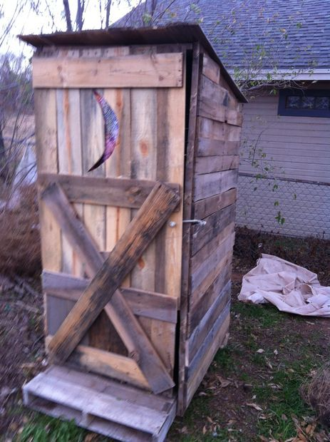 How To Build An Outhouse From Pallets Pictures Of