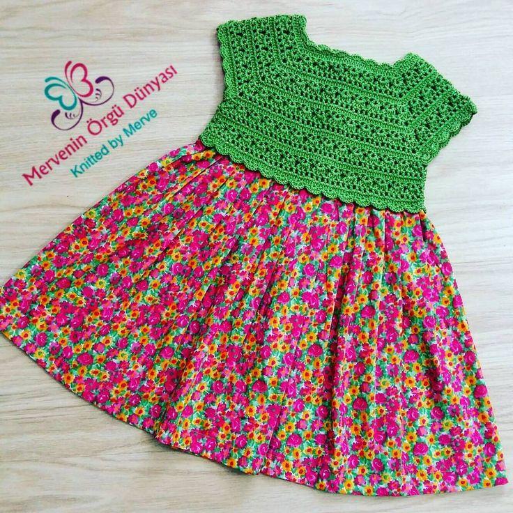 Minik prensesler için harika tiril tiril yazlık bir elbise ile herkese merhaba �� �� kumaşı rengi ve modeli ile harika bir elbise oldu ama ne kadar çok resim çeksem de gerçek güzelliğini yakalamak mümkün olmadı �� Elbiseyi sadece kendimi mutlu etmek için ve kendi zevkime göre ördüm yani henüz sahibi yok �� bakalım hangi güzel prensese nasip olacak �� . . . #örgü #bebegimibeklerken#örgümodelleri #elorgusu #bebekörgüleri #bebekorgusu #bebekmodasi #efeyelegi #knit #kniting #handknit #knitlove…