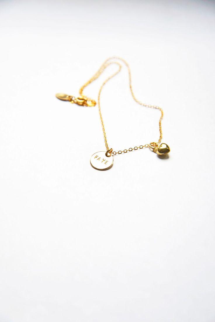 halsband GOLD by little.u / flat oval chain med ett extra litet bulligt hjärta (och barnets namn handstämplat)