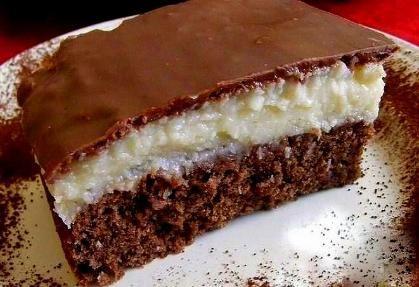 U tety ze slovenska jsem našla jsem parádní a výborný recept na Bounty kokosový koláč. Pečeme podle něj, koláč...
