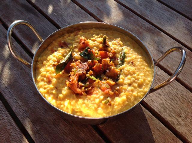Dal, of dahl of dhal is een vegetarische rodelinzencurry die je in Sri Lanka (zie gisteren) werkelijk overal tegenkomt, tot het ontbijt aan toe. Ondanks...