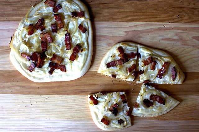 http://smittenkitchen.com/blog/2011/01/pizza-with-bacon-onions-and-cream/ pizza with bacon, onions and cream
