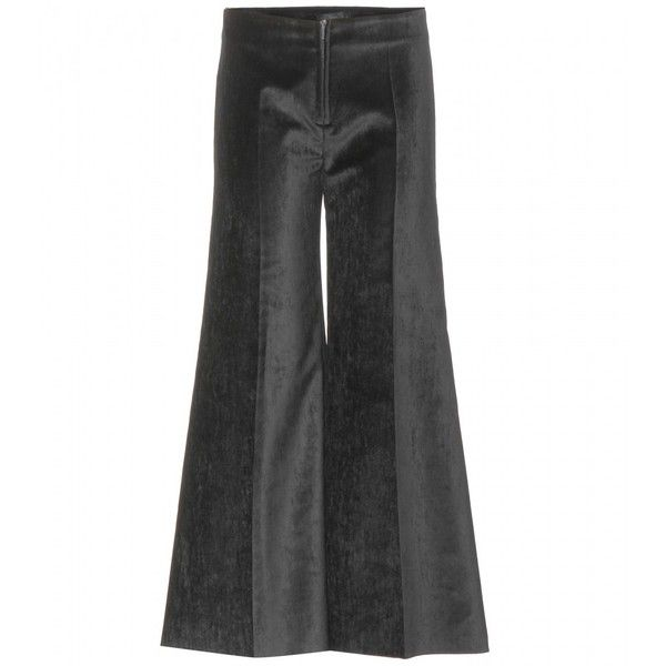 Calvin Klein Collection Velvet Culottes (5 170 SEK) ❤ liked on Polyvore featuring shorts, trousers, black, culottes shorts, calvin klein collection, velvet shorts, black shorts and black velvet shorts