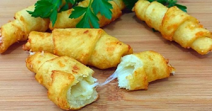 Замечательная закуска для вечерних посиделок!   Ингредиенты: Картофель 200 г Пшеничная мука 100 г Соль по вкусу Твердый сыр 6 ст. л. Подсолнечное масло 150 мл Приготовление: Из картошки делаем пюре, …