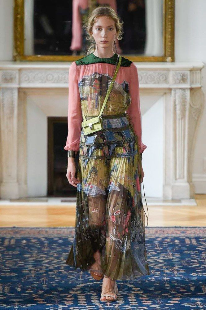 Valentino Spring 2017 Ready-to-Wear Collection Photos - Vogue