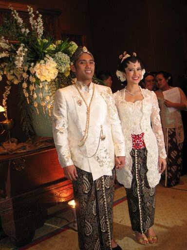Georgous Classical White Kebaya of Dian Sastrowardoyo