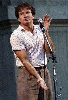 BERKELY, CA - OCTOBER 9: Robin Williams performs during the Bread and Roses benefit concert at the Greek Theater on October 9, 1981 in Berkeley, California. (Photo by Tim Mosenfelder/Getty Images)