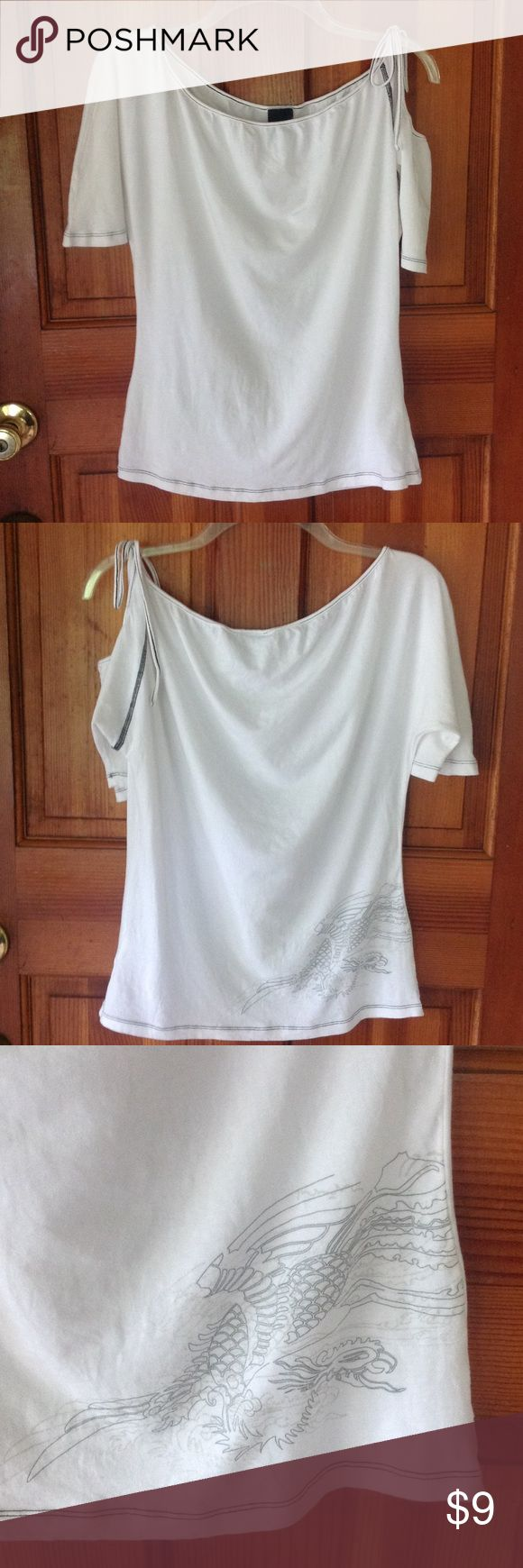 Nike tattoo design blouse. Nike tattoo design blouse,ties at shoulder with Nike logo. Measures 19 inches from armpit to armpit ,length is 23 inches from shoulder and is strechy. In good condition. Nike Tops