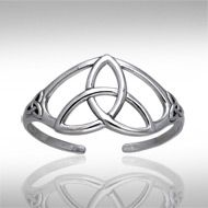 Celtic Triquetra Knot Silver Bracelet TBA004 - The Triquetra or Trinity knot speaks of concepts in groups of three with its threepointed design. Celebrate the Father, Son and Holy Ghost: Past, Present and Future: Maiden, Mother, and Crone or any other three fold concept important to you. Makes a beautiful gift.