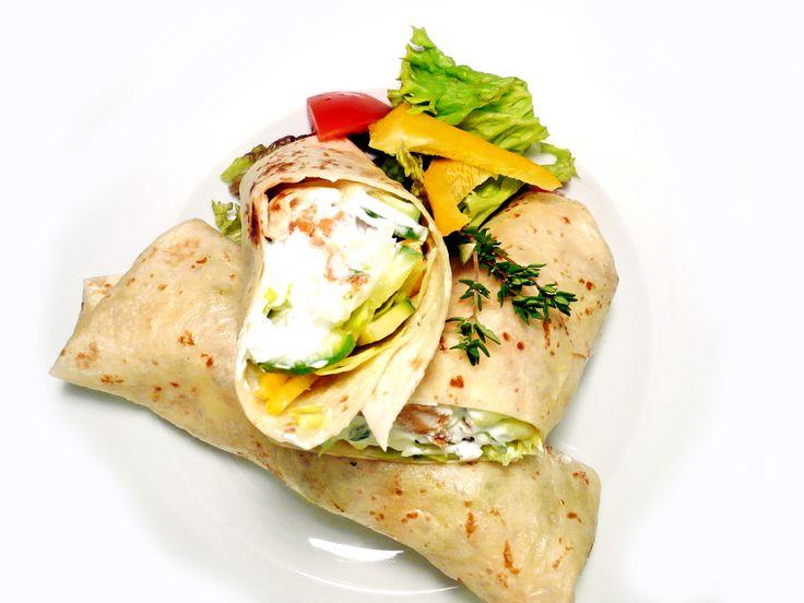 Tortilla s krůtími nugetkami, čerstvou zeleninou a česnekovo-bylinkovým dresinkem #ukastanubranik http://www.ukastanu.cz/branik