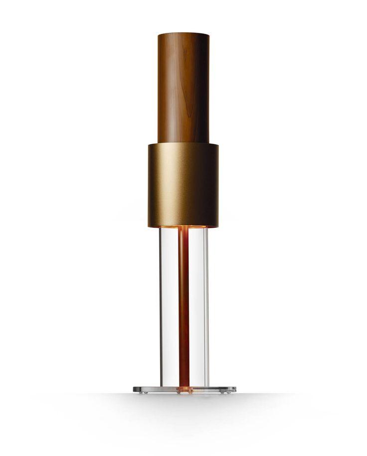 LifeAir IonFlow Signature  LifeAir IonFlow Signature är en av de senaste modellerna för hem och kontor från LifeAir. IonFlow Signature har ett sofistikerat utseende i naturlig bärnstensfärg och trä. Det diskreta bärnstensfärgade dekorationsljuset lyser ner i foten och ger ett varmt intryck. Detta är den perfekta luftrenaren för det klassiska hemmet! LifeAir IonFlow Signature erbjuder en oslagb...