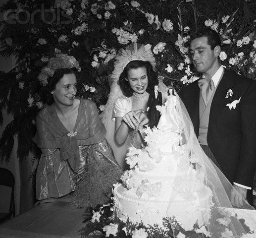 Gloria vanderbilt and pat dicicco in 1941 chic society for Gloria vanderbilt wedding dress