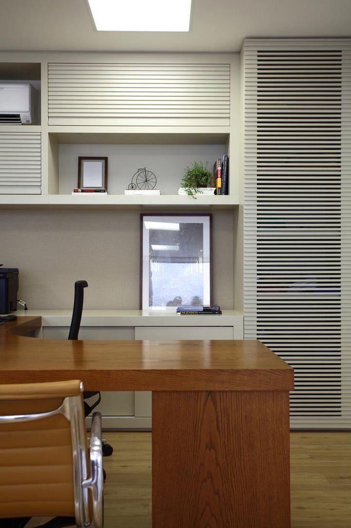 Um escritório com um décor caseiro. Veja: http://www.casadevalentina.com.br/projetos/detalhes/em-clima-caseiro-660 #decor #decoracao #interior #design #casa #home #house #idea #ideia #detalhes #details #style #estilo #casadevalentina #office #escritorio