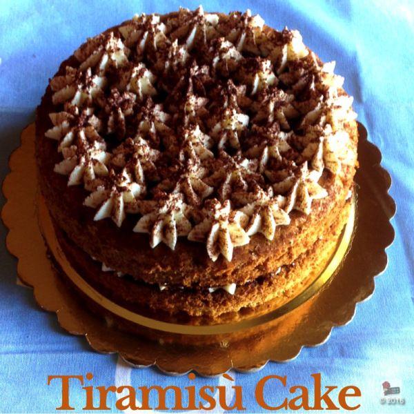 Just a bit of grated dark chocolate to make my tiramisu cake perfect