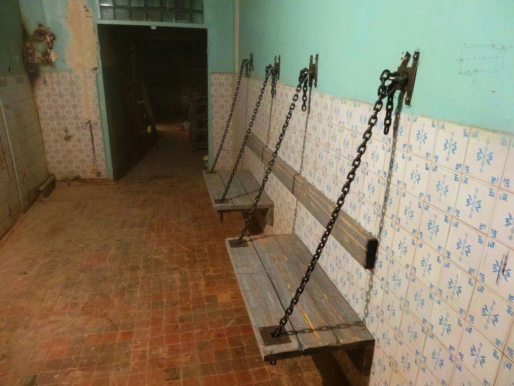 Подвесные деревянные скамьи на цепях. Изготовление мебели под заказ $ #тв-студия Возможно всё #
