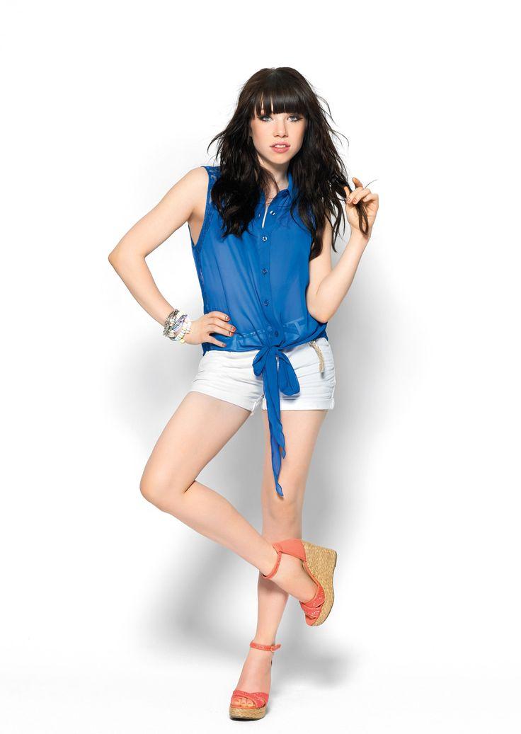 Carly Rae Jepsen es la nueva cara de Candies. Si quieres vestir como ella, busca todos sus looks exclusivos para Kohls! #CarlyRaeJepsen #Candies #Kohls