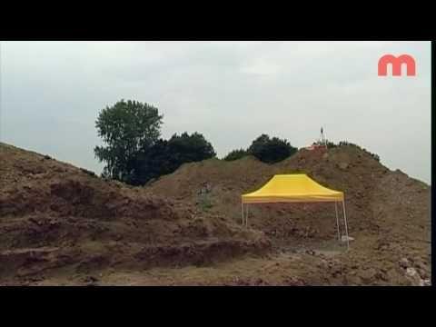 RTV Maastricht Paardengraf in Centre Ceramique tijdens Archeologiedagen - YouTube