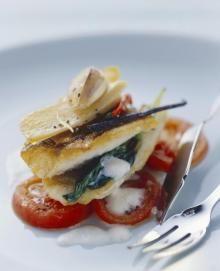 Zander auf Tomaten mit Buttermilchschaum